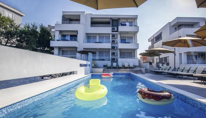 Premium Apartment mit Pool